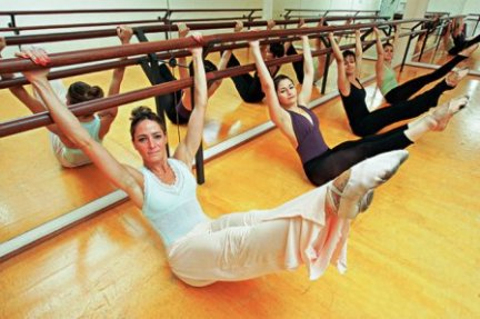2351221530-betina-dantas-em-acao-numa-aula-de-ballet-fitness