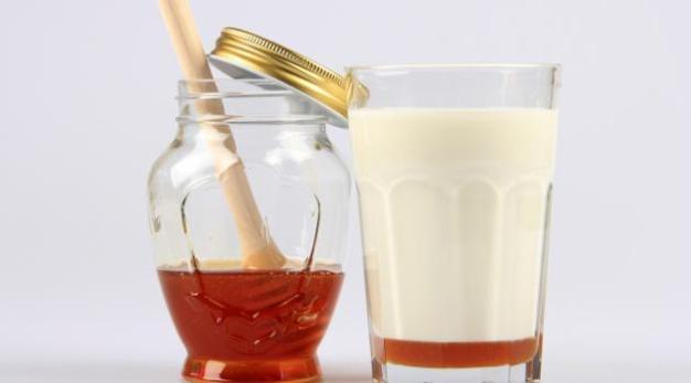 receita-caseira-hidratacao-pele-cabelos-leite-mel