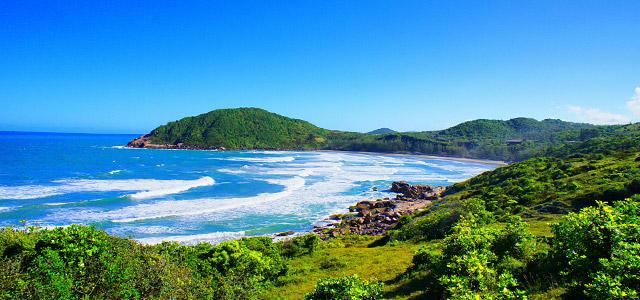 praia-rosa-praias-mais-bonitas-do-Brasil-zarpo-magazine1