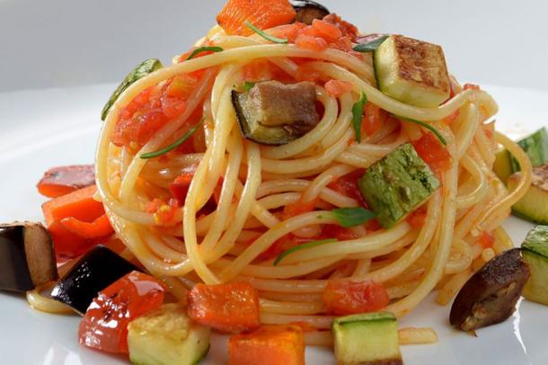 espaguete-legumes-grelhados-900x600.png